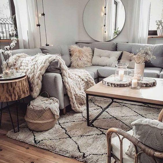 Aménagement du salon avec un canapé d'angle