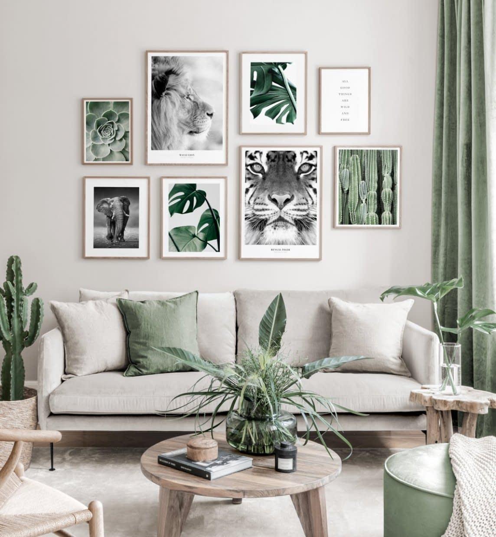 Aménagement du salon avec un canapé simple contre un mur
