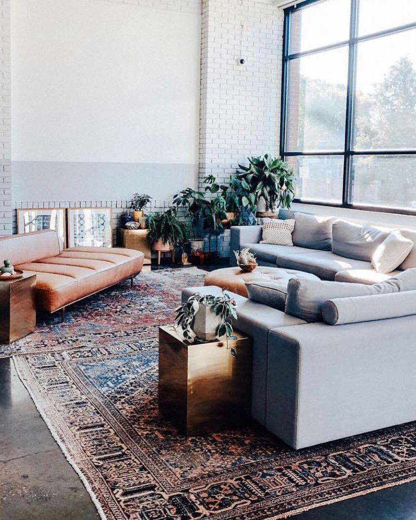 Salon avec tapis persan